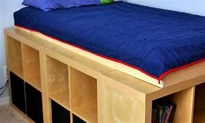 Lit Ikea Rangement : lit avec rangement avec kallax ou expedit ~ Teatrodelosmanantiales.com Idées de Décoration