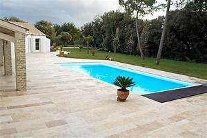 Autour de cette piscine le sol de la terrasse est amenage for Superior terrasse autour d une piscine 10 8 conseils pour amenager une grande terrasse