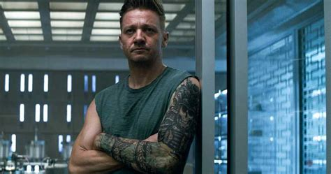Jeremy Renner Offers Closer Look Hawkeye Avengers