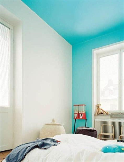 peinture raccord mur plafond peinture un mur de couleur flashy originale ou surprenante clematc plafonds peints
