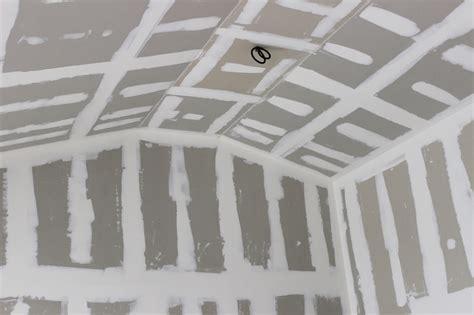 habillage d un plafond en plaques de pl 226 tre mirano isolation