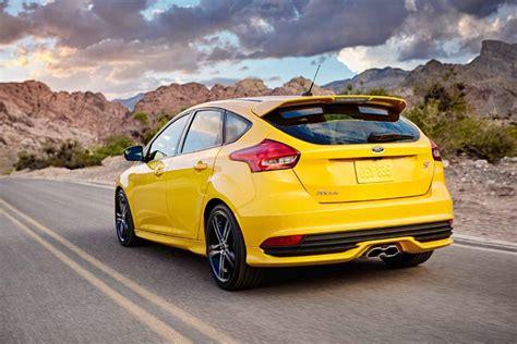 Ford Focus Review Trims Specs Price Carbuzz