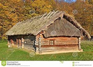 Toit En Paille : grange en osier antique avec un toit de paille image stock ~ Premium-room.com Idées de Décoration