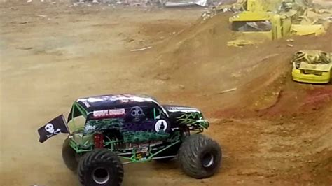 grave digger monster truck youtube grave digger monster truck monster jam 2013 youtube