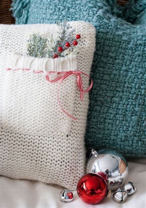 christmas knitted cozy 32 and cozy knitted decorations digsdigs