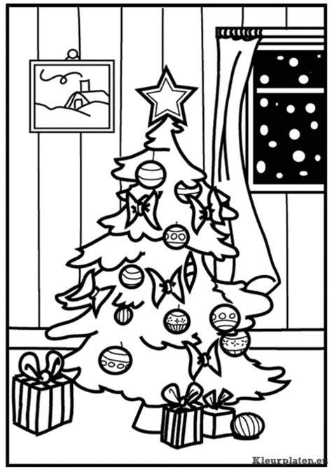 Kleurplaat Kerstboom Met Pakjes by Kerstboom Kleurplaat 129108 Kleurplaat