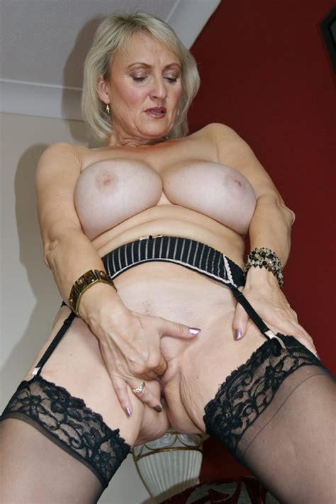 Mature Babe Michelles Nylons Strips To Suck A Cock