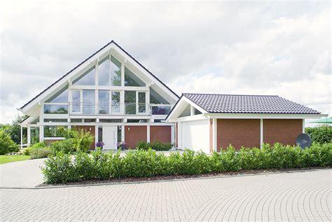 Modernes Fachwerkhaus  Suhrhaus Handwerkskunst Seit 1918