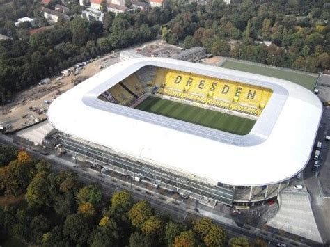 But another rival would at the same time disappear when the stasi outmaneuvered the army and fc vortwärts berlin was relocated to frankfurt an der oder in 1971. Glücksgas Stadion Dresden   Fußballstadien, Dynamo dresden ...