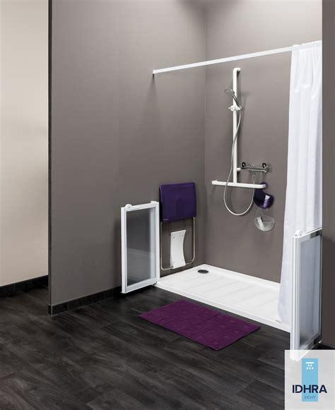 cuisine aménagé matériel meubles et accessoires de salle bain pour personnes à mobilité réduite pmr