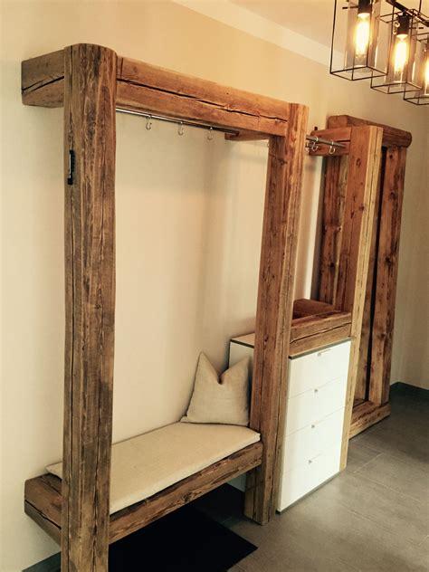 alte tür als garderobe garderobe aus alten holzbalken f 252 r mehr infos und anfragen bitte nachricht senden handmade by