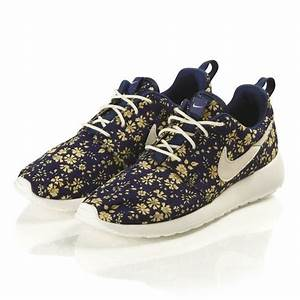 WOMENS NIKE x LIBERTY ROSHE RUN in the Navy Floral Caper ...