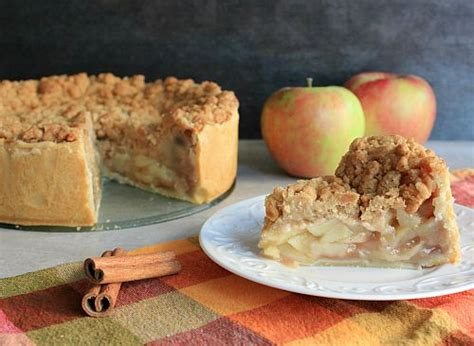 love laurie deep dish apple pie  streusel topping
