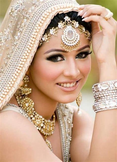 Bijoux de tête en Inde, comment les mettre et les porter?