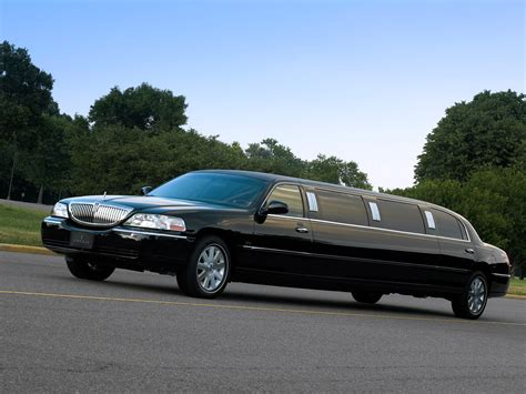 Town Car Limousine by Lincoln Town Car Limousine 2003 11