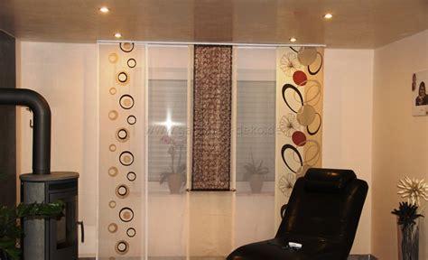 schiebegardinen wohnzimmer moderne schiebegardine fürs wohnzimmer mit blumenmuster in beige und braun