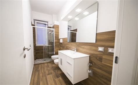 Rivestimento Bagno In Legno by Ristrutturazione Appartamento Con Effetto Legno Di