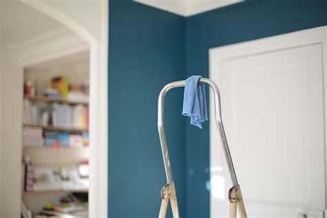 canapé 2 metres peinture bleu canard idées peinture mur