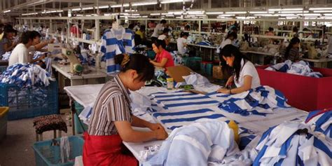 buruh wanita pabrik garmen  bogor kesurupan massal