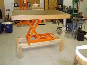 Adjustable height workbench / assembly table