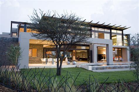 house serengeti sharp angles contemporary architecture luxurious decor