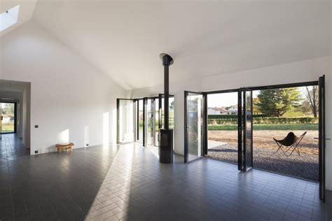 en dordogne une maison actuelle qui r 233 interpr 232 te le patrimoine architectural local galerie