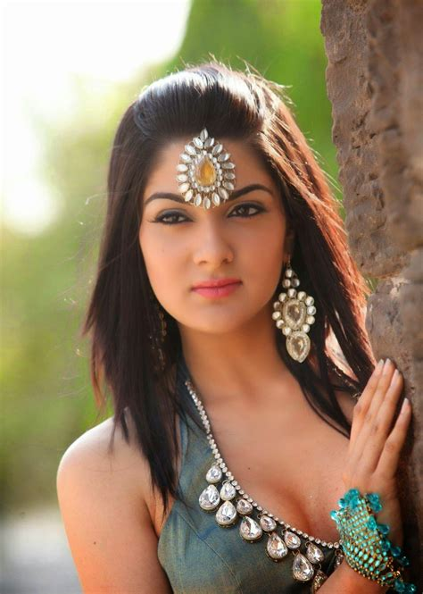 High Quality Bollywood Celebrity Pictures  Sakshi Choudhary Sexiest Navel and Cleavage Show Ever