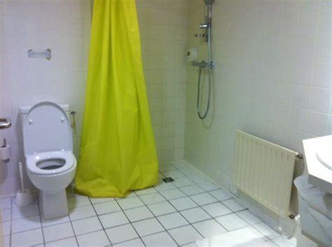 chambre futuroscope salle de bain chambre norme handicapé photo de hôtel du