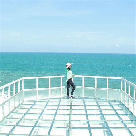 pantai nguluran jogja tempat uji nyali  teras kaca laut