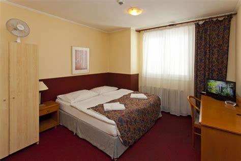 prix chambre d hotel chambre d hôtel a plus hostel hotel