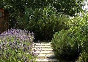 Gartenweg Anlegen Günstig : gartenwege gestalten unterschiedliche materialien im vergleich ~ Sanjose-hotels-ca.com Haus und Dekorationen