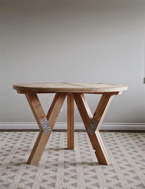 circle farmhouse table diy farmhouse table plans brokeasshome 2210