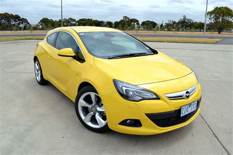 2013 Opel Astra Sport Review