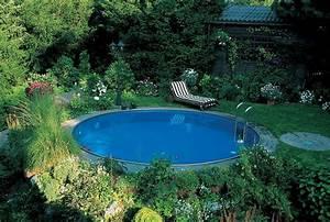Runder Holztisch Garten : swimmingpool im eigenen garten so gelingt der traum pool ~ Markanthonyermac.com Haus und Dekorationen