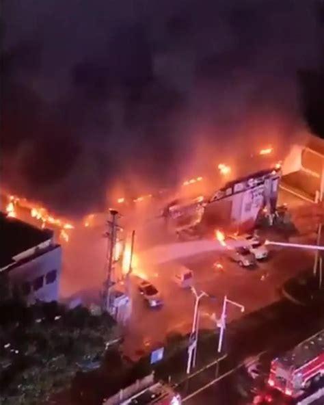 广东河源一车行起火 26辆小车被烧毁_视频_长沙社区通