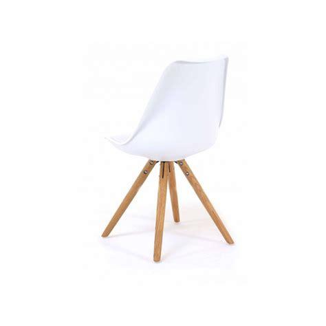chaise nordique 2 chaises nordiques en plastique et bois blanches cross