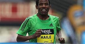Haile Gebrselassie strides away with victory at the Great ...