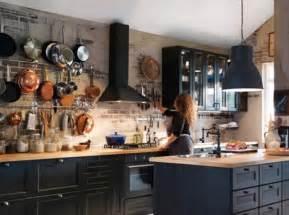 cuisine mur de casseroles ikea d 233 co cocooning