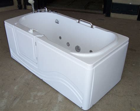 in tubs luxury spas and whirlpool bathtubs ow 9wo4 walk in tub