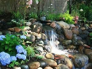 cascade bassin de jardin 27 idees creer votre havre de paix With tapis chambre bébé avec fleur de bach hypersensibilité