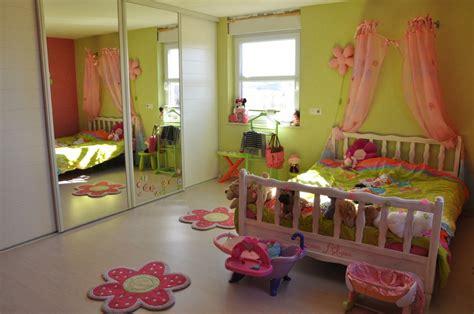 pochoir chambre fille pochoir chambre bebe lit pour petit suricate saingace