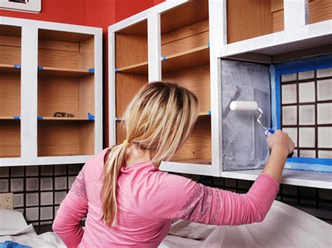 freshen   kitchen  painting  cabinets  tos diy