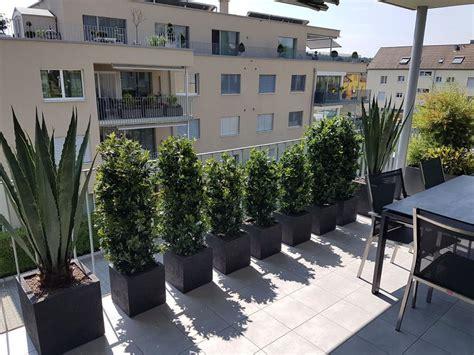 balkongestaltung mit pflanzen