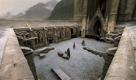 Ground Floor Cast Wiki by Image Entrance Courtyard Jpg Harry Potter Wiki