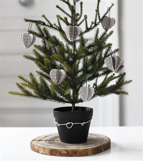 kleiner weihnachtsbaum im topf noch auf der suche nach sch 246 ner weihnachtsdekoration