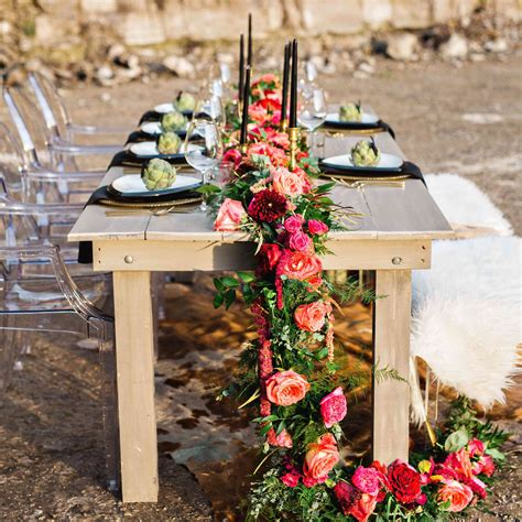 31 Fresh Flower Table Runners For Every Wedding Style