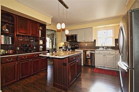 pics of kitchens with cabinets 25 best images about kitchen on undermount 9094