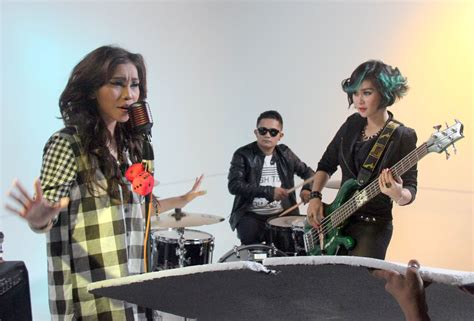 Tak Lolos X Factor, Milvarra Pohan Banting Setir Jadi