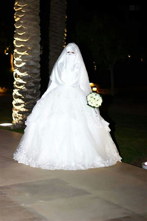 galeri  inspirasi gaun pengantin bercadar tampil