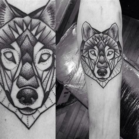 tatouage géométrique homme les 25 meilleures id 233 es de la cat 233 gorie tatouage g 233 om 233 trique de loup sur loup